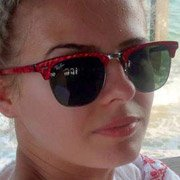 Ray-Ban fan Larisa Vasiu wearing RB3016 Clubmaster